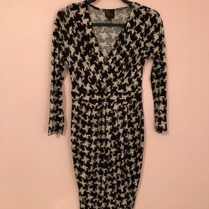 Houndstooth Form-Fitting Long Sleeve Dress